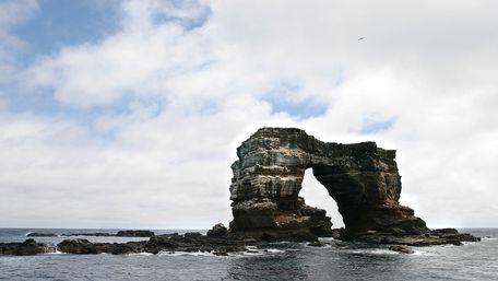 Знаменита Арка Дарвіна на Галапагоських островах обвалилася в Тихий океан