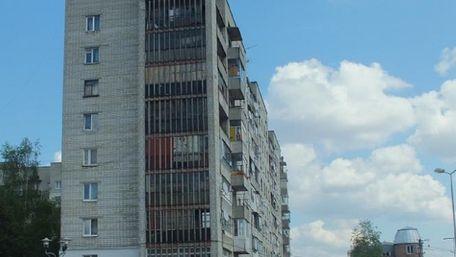 Із третього поверху львівської багатоповерхівки випала 10-річна дівчинка