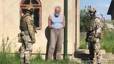 На Львівщині втретє затримали священика-самозванця за продаж саморобної зброї