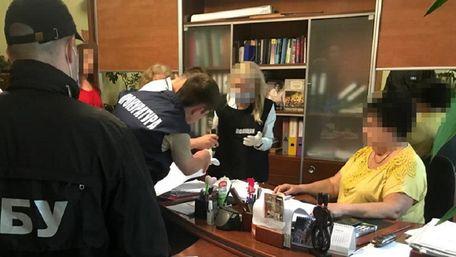 На хабарі у 37 тис. грн затримали посадовицю «Львівської політехніки»