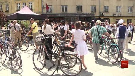 Львівські батяри і батярки влаштували ретро-велозабіг