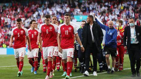 Матч між збірними Данії та Фінляндії на Євро-2020 зупинили через знепритомнення гравця