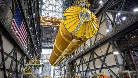 NASA вперше показало суперракету для польоту астронавтів на Місяць