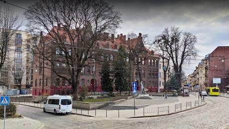 Директорам всіх львівських шкіл підняли зарплату до 1000 доларів