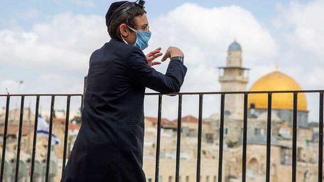 В Ізраїлі скасували вимогу обов'язкового носіння масок