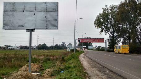 Суд арештував близько 70 га землі в Рясне-Руському, виділилених під гаражі
