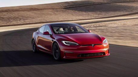 Tesla почала продавати найшвидший електромобіль на планеті