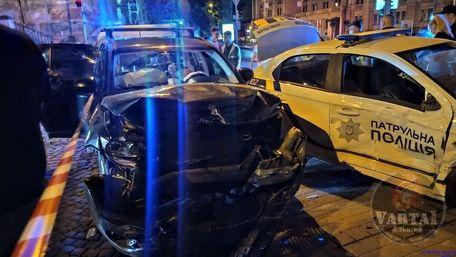 Водій Jeep у центрі Львова в'їхав в екіпаж патрульних, що супроводжував дитину в лікарню