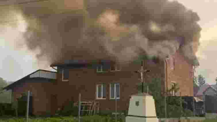 Після удару блискавки горів житловий будинок біля Львова