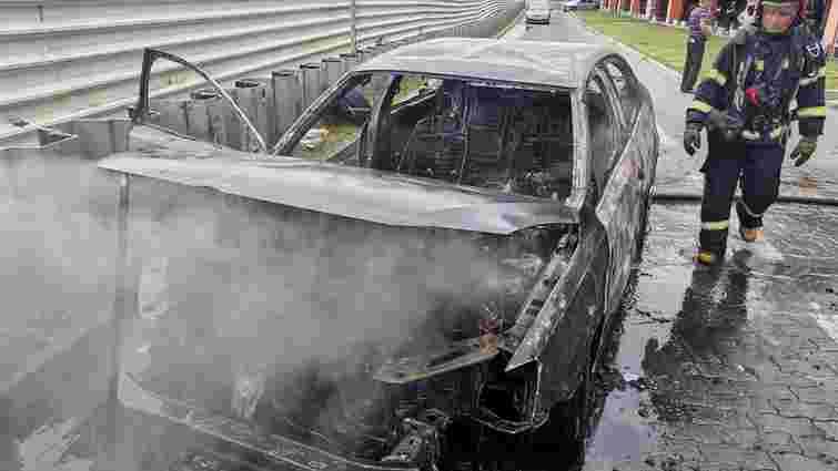 Під час виїзду з підземного паркінгу ТРЦ King Cross Leopolis згорів автомобіль