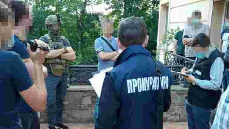 Яворівського митника підозрюють у пропуску контрабанди на 16 млн грн