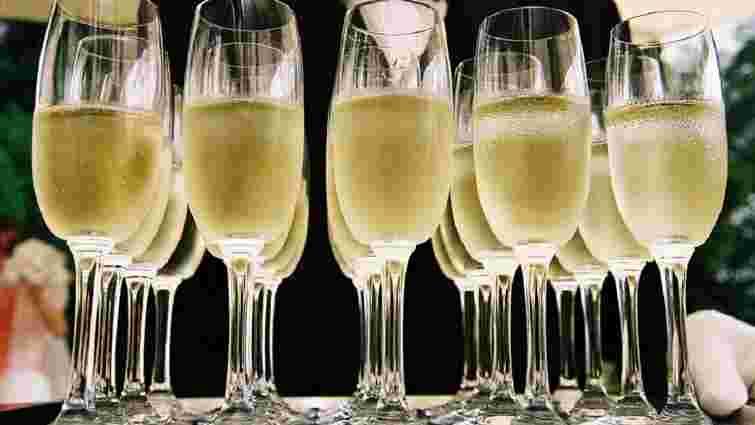 Moet Hennessy погодилася називати шампанське в Росії «ігристим вином»