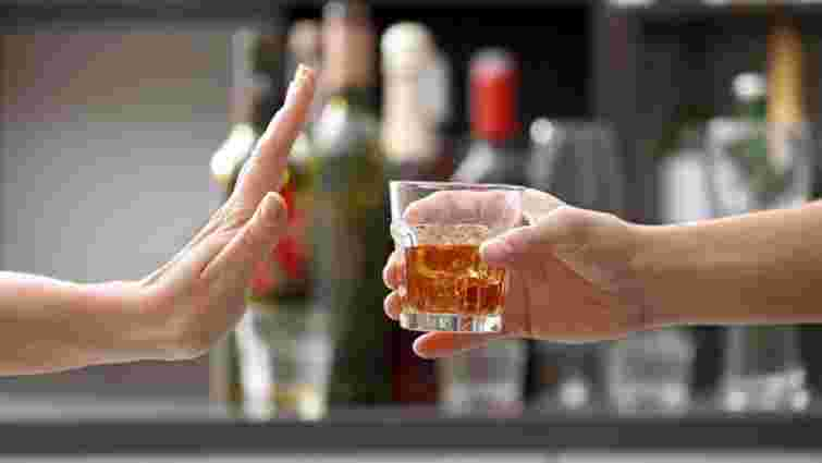 До львівської лікарні потрапило двоє підлітків з алкогольним отруєнням