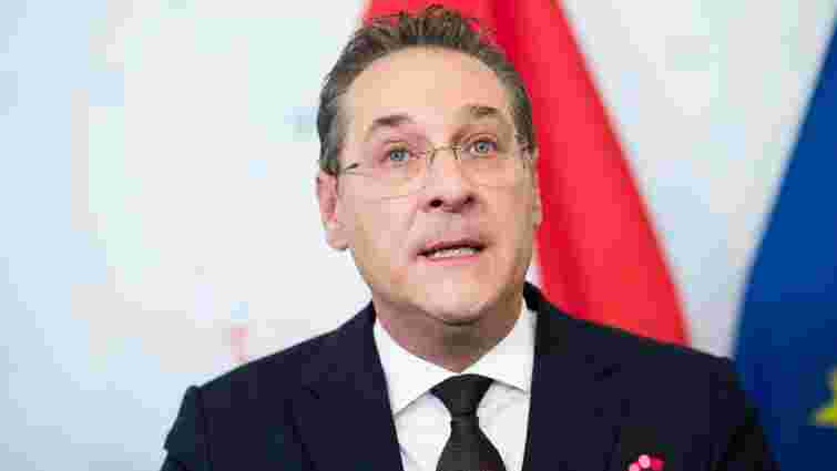Колишній віце-канцлер Австрії постав перед судом за звинуваченням у корупції