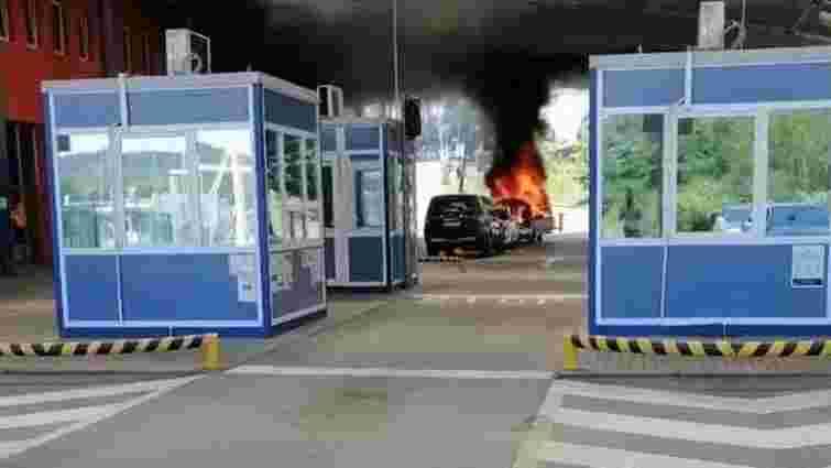На словацькому кордоні чоловік спалив авто і спробував втекти в Україну