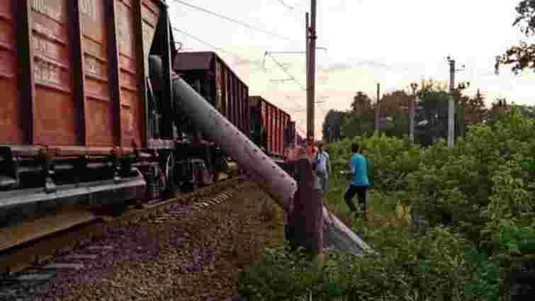 Низка поїздів суттєво затримуються через аварію під Києвом