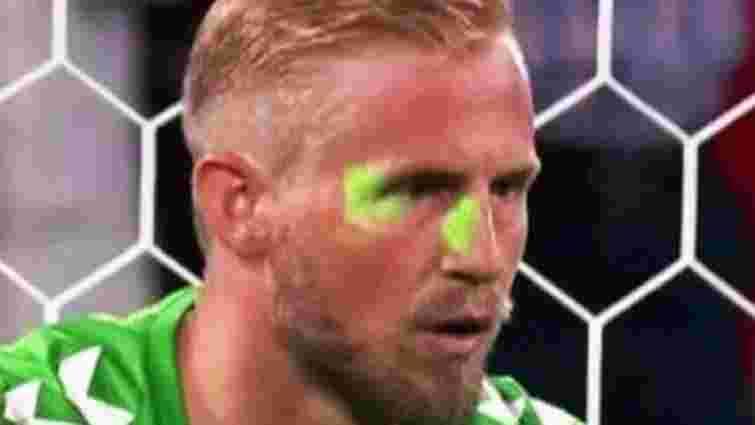 УЄФА оштрафувала АФ Англії за фанатів, які лазером світили в очі голкіперу Данії