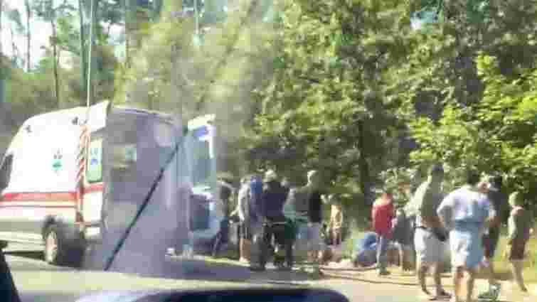 Поблизу Києва перекинулася маршрутка з пасажирами