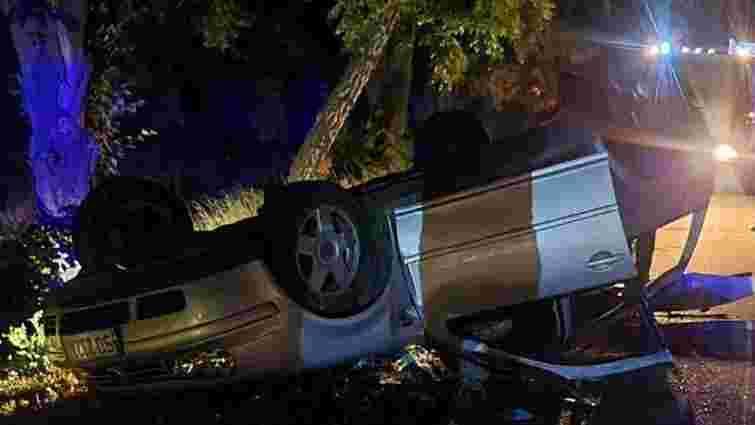 Легковий автомобіль з 13 пасажирами перекинувся під Києвом, є загиблі