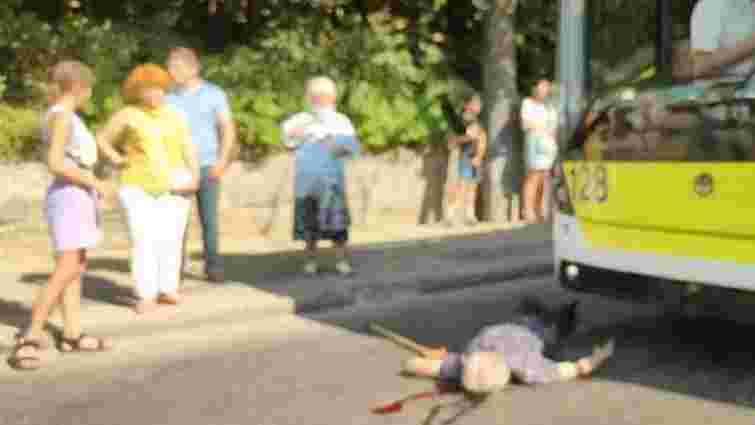55-річний чоловік потрапив під колеса тролейбуса у Львові