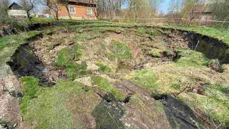 На ліквідацію карстового провалля в селі на Львівщині виділять 500 тис. грн