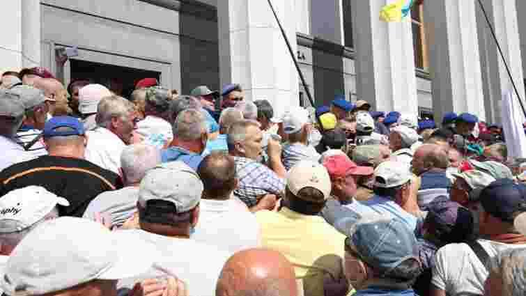 Ветерани МВС спробували штурмувати Верховну Раду