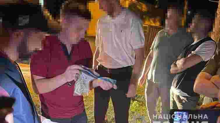 Заступника військового комісара з Тернопільщини затримали на хабарі у 1600 доларів