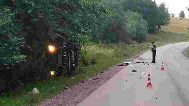 Поблизу Перемишлян перекинувся мікроавтобус, водій загинув