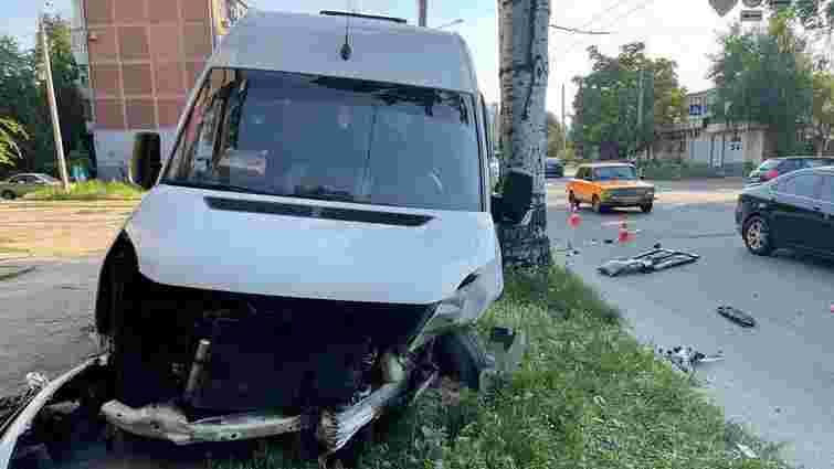 У Запоріжжі у ДТП за участі маршрутки постраждало 13 людей