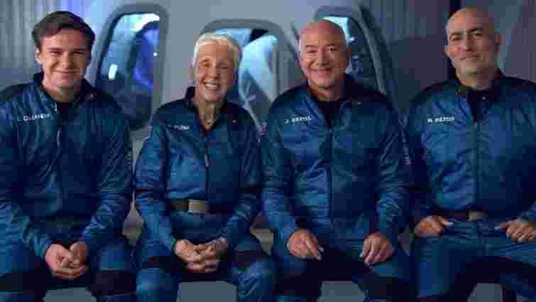 Джефф Безос і його екіпаж здійснили успішний суборбітальний політ