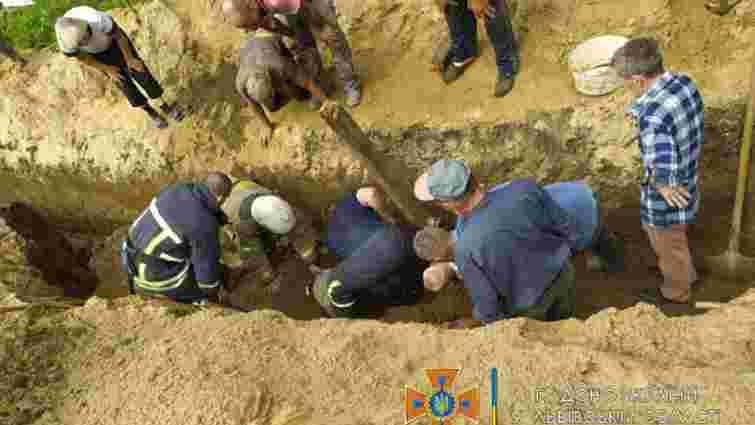 Під час копання траншеї на Стрийщині землею засипало 39-річного чоловіка