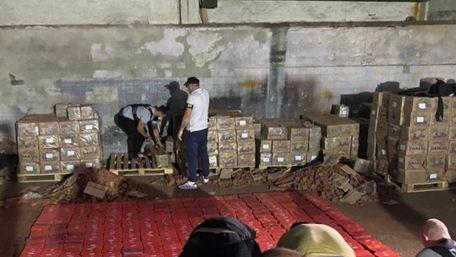 Київська поліція виявила на одному із складів майже 370 кг героїну