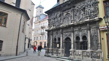 Невідомі пошкодили каплицю Боїмів у центрі Львова