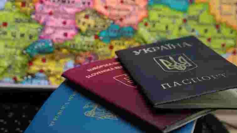 Чиновників зобов'язали декларувати відсутність подвійного громадянства