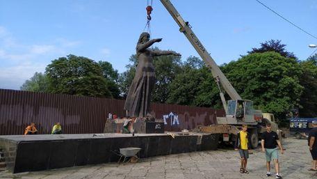 Телеведучий заявив про намір викупити львівський Монумент Слави