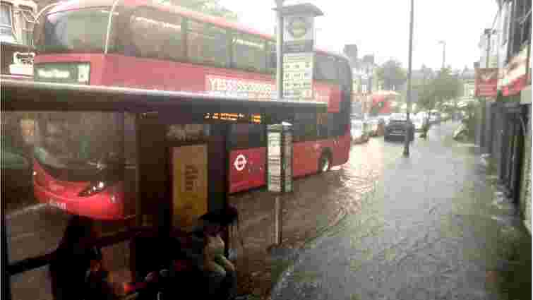 Потужна злива у Лондоні затопила вулиці і станції метро