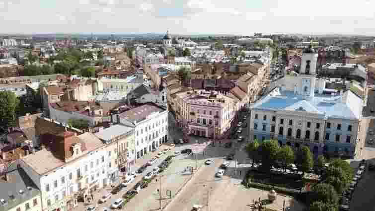 Мерія Чернівців розпочала опитування про реконструкцію головної площі міста
