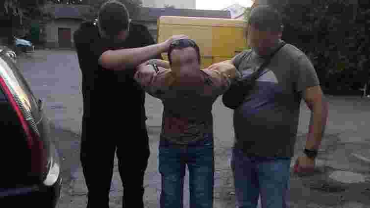Через нерозділене кохання 30-річний мукачівець закрив у квартирі побиту дівчину