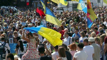 55% українців не вважають себе спільним з росіянами народом