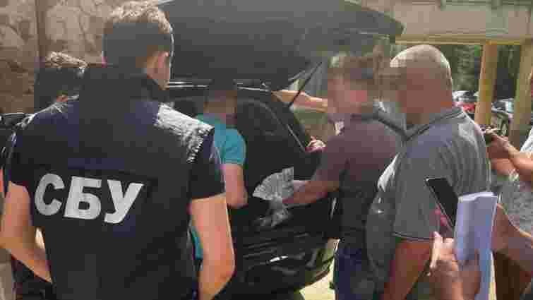 СБУ затримала офіцера військової частини у Львові на хабарі 4000 доларів