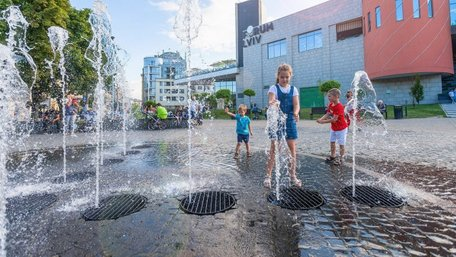 На вихідних на Львівщині прогнозують спеку до +33°С та зливи