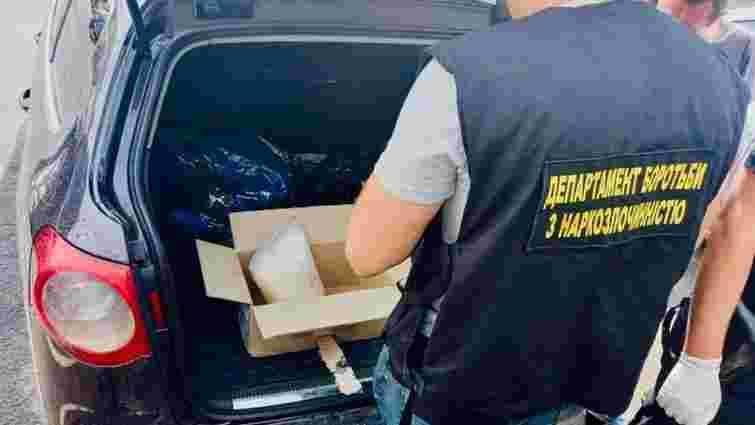 У двох івано-франківських наркоторговців вилучили товару на мільйон гривень