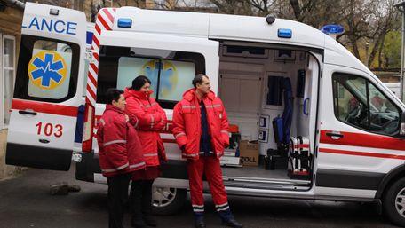 У Львові поранений чоловік напав на медиків швидкої