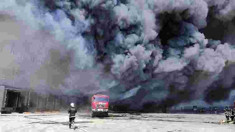 Під Одесою сталася масштабна пожежа на складах