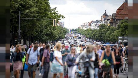 У Німеччині і Франції тисячі людей протестували проти карантинних обмежень