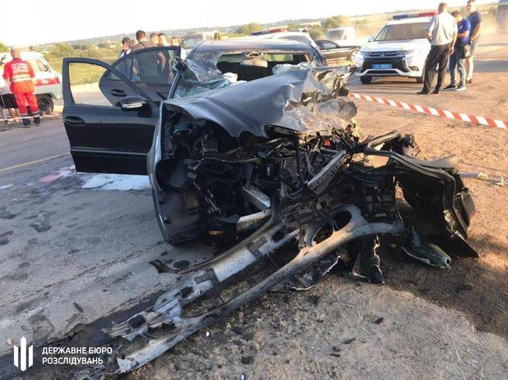 Водій Mercedes-Benz виїхав на зустрічну смугу, де зіткнувся з автомобілем Dacia Logan