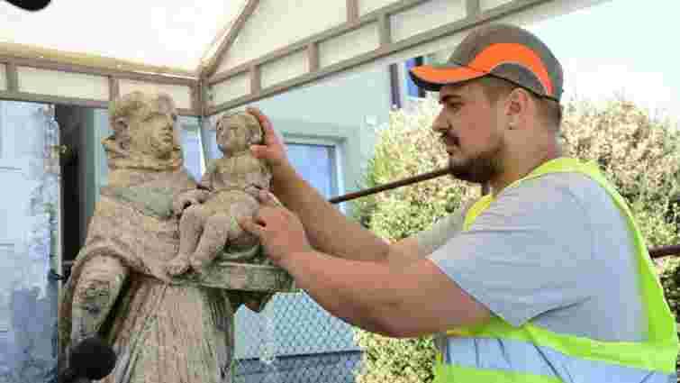 У Львові відреставрують скульптуру монаха з дитиною з Погулянки