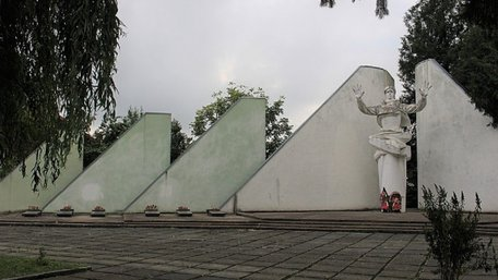 У Дрогобичі планують демонтувати військовий меморіал НКВС