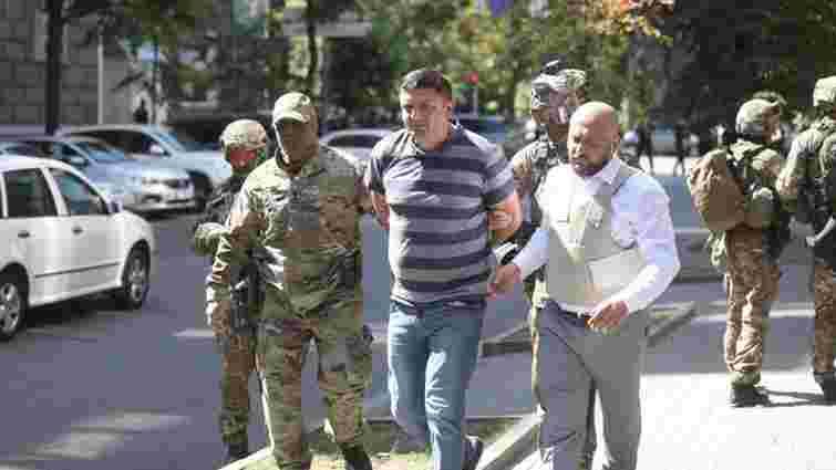 Чоловік із гранатою прийшов до Кабінету міністрів та погрожував її підірвати