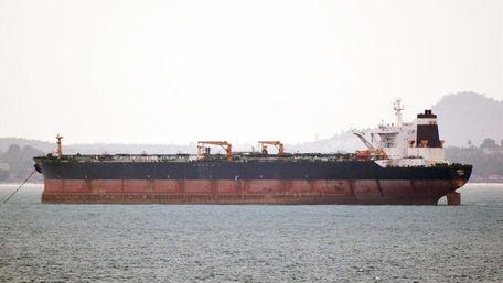 Біля узбережжя ОАЕ невідомі захопили танкер, але незабаром його залишили